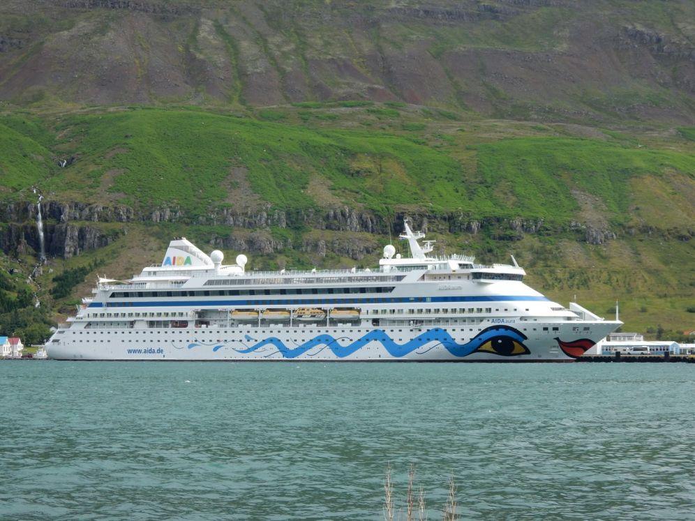 aidaaura-in-island