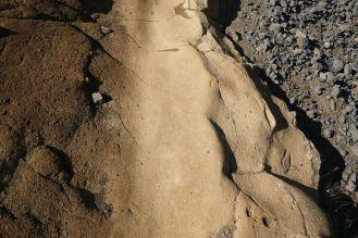 Island - Gesteins-Mix in einer Felsspalte