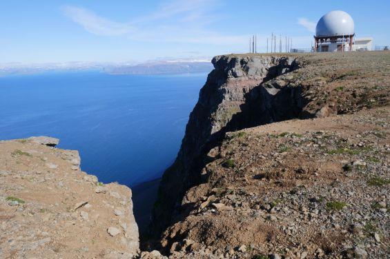 Island - Isafjördur - Radarstation auf dem Bergplatteau
