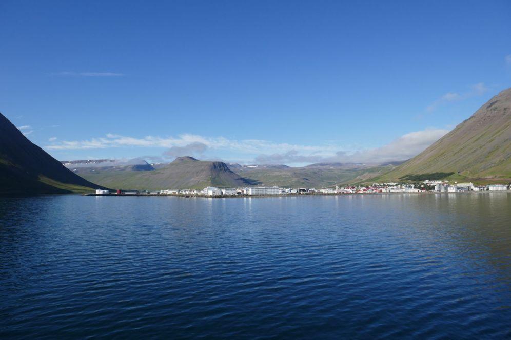 Island - Isafjordür - Hafenanfahrt, Ort