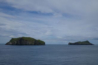 Island - Westm+ñnner Inseln Heimaey - erste kleine Inseln