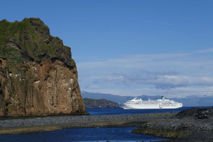 Island - Westm+ñnner Inseln Heimaey - Hafeneinfahrt MS Amadea