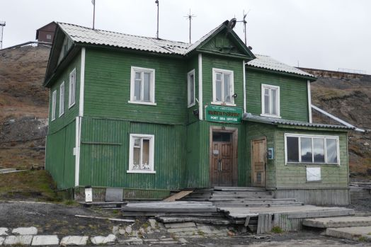 Barentsburg - Hafengebäude-1