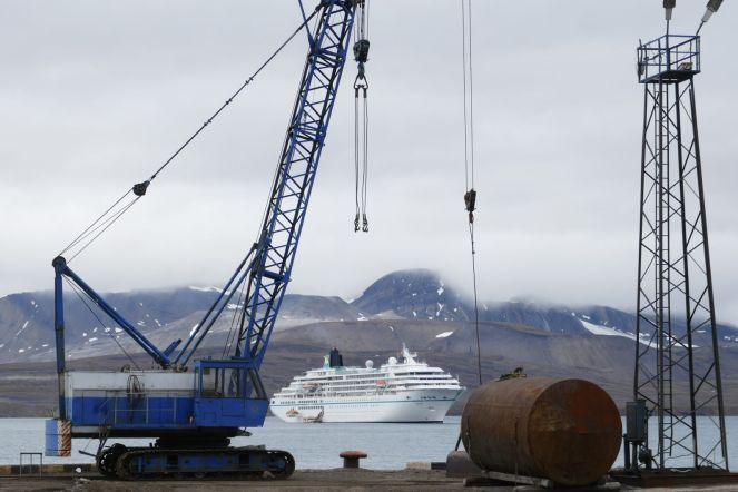 Barentsburg - Industrieanlage, MS Amadea