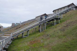 Barentsburg - Treppe zum Ort