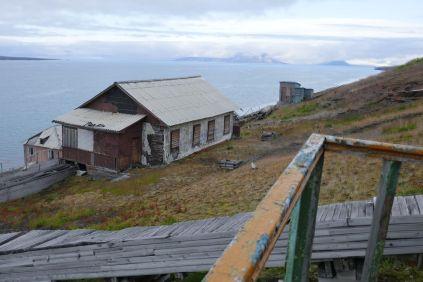 Barentsburg - verfallene Gebäude-3