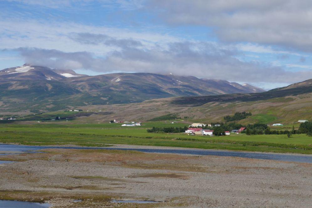 Island - Akureyri - Flusslandschaft am Godafoss-1
