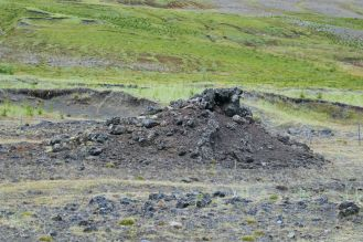 Island - Akureyri - Flusslandschaft am Godafoss mit Lavahügel