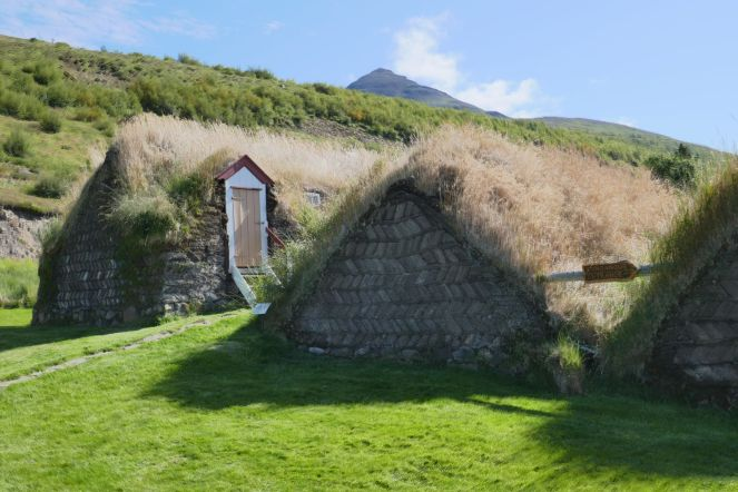 Island - Akureyri - Torfhäuser Laufas-1