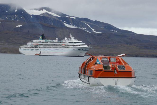 Spitzbergen - MS Amadea - Tendern vor Barentsburg
