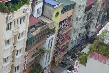 Hanoi - modernere Häuser in der Altstadt