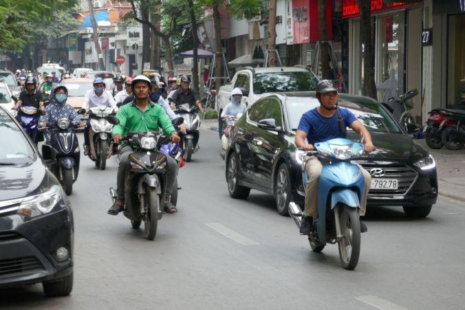 Hanoi - Straßenverkehr auf der Hauptstraße