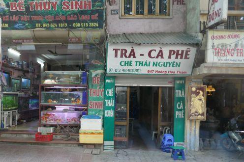 Hanoi - kleine Läden entlang der Straße