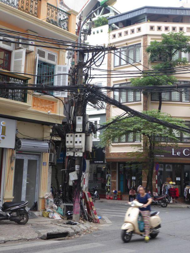 Hanoi - Altstadtstraße mit Strommast