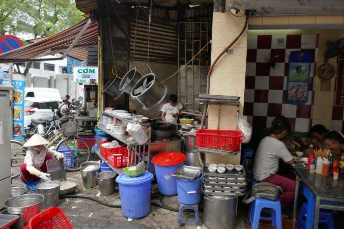 Hanoi - Garküche auf dem Fußgängerweg