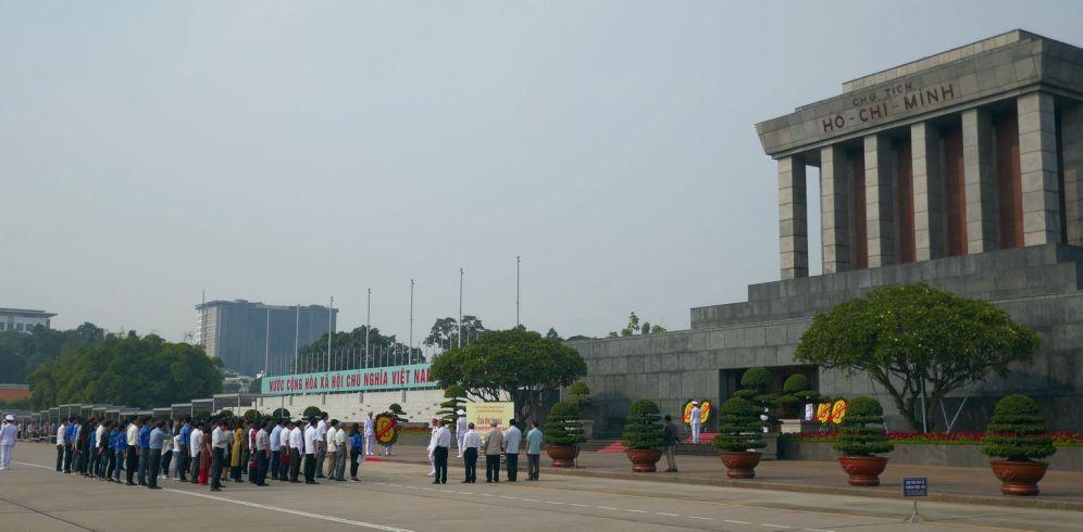 Hanoi - Ho Chi Minh-Mausoleum, Vergabe von Auszeichnungen