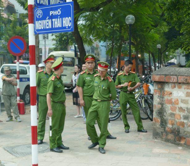 Hanoi - II - Polizisten