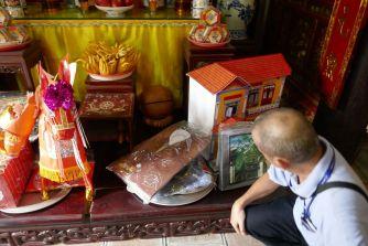 Hanoi - II - Tempel neben Ein-Säulen-Pagode-8