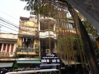 Hanoi - Altstadt mit Kolonialzeit-Bau