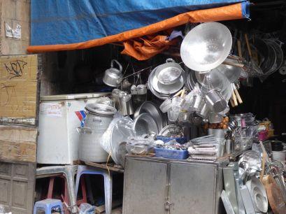 Hanoi - Geschäft mit Küchenartikeln am Markt