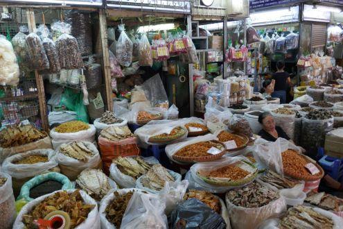 Hanoi - alter Markt, getrocknete Fische und Pilze