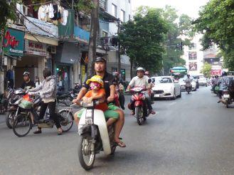 Hanoi - Familie auf dem Moped