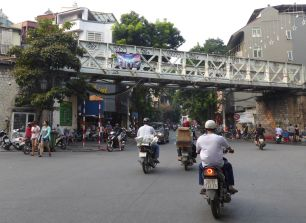 Hanoi - Strassen-Szene-42