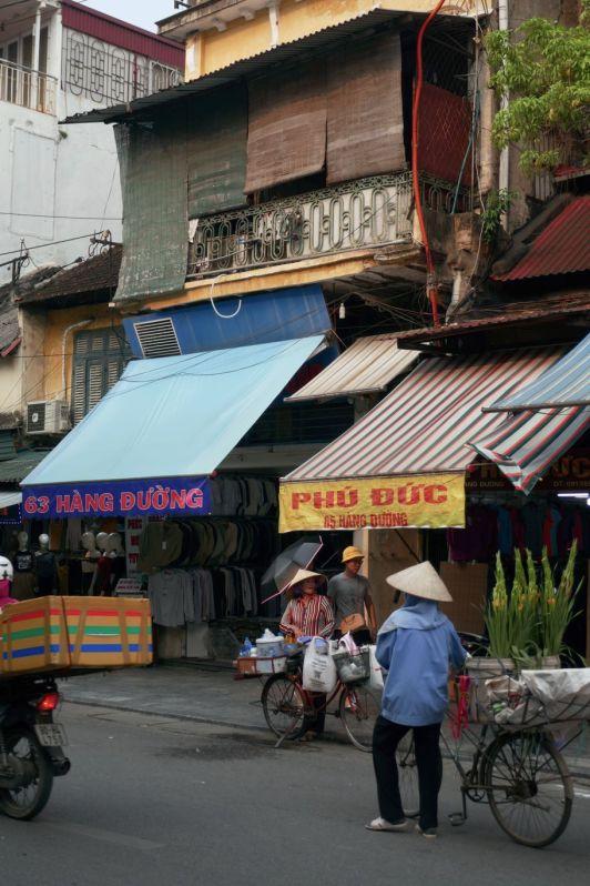 Hanoi - Strassenverkäuferin